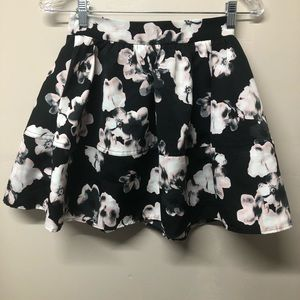 Express Black Floral Pleated Peplum Mini Skirt 00